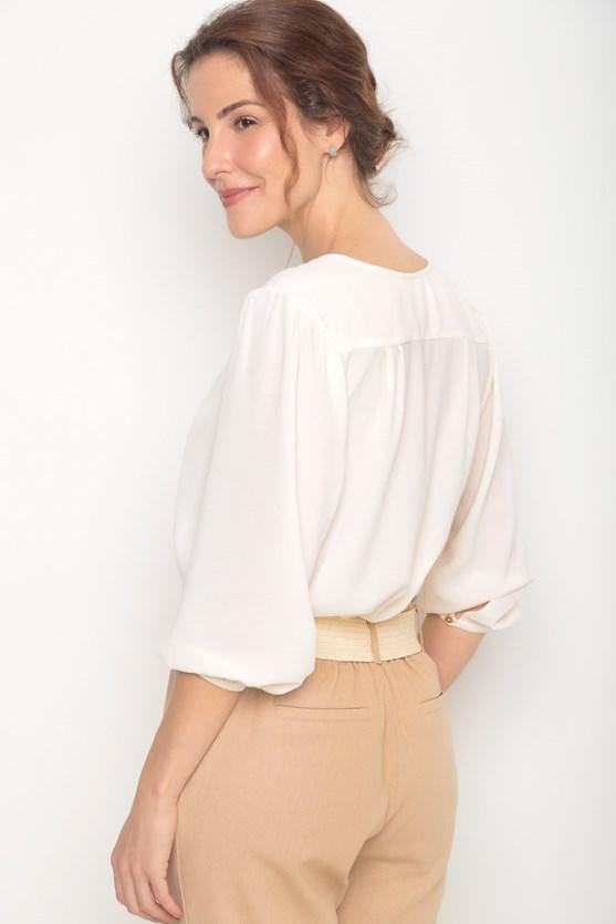 Blusa crepe decote v pregas frente e costas off white