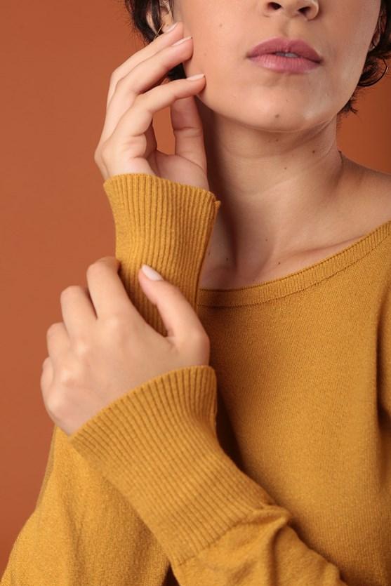 Blusa decote canoa manga longa tricot am hora dourada