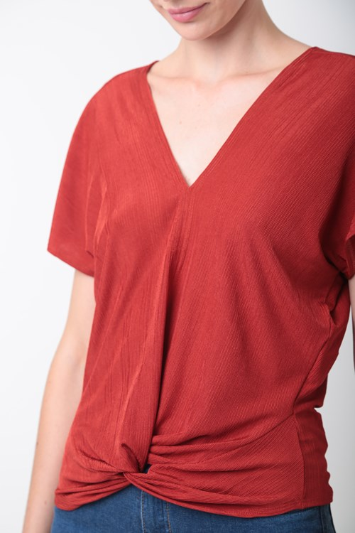 Blusa Decote V Detalhe Barra Malha Creponada