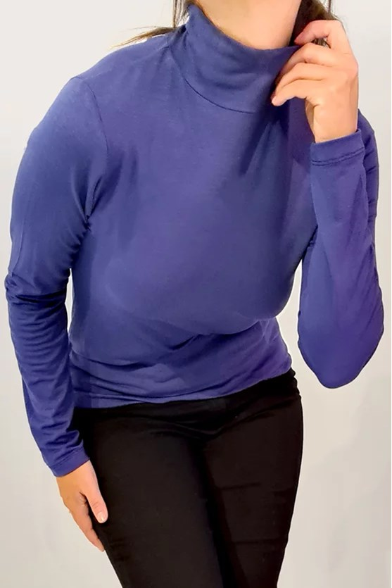 Blusa gola alta manga longa azul marinho
