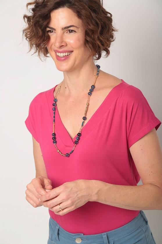 Blusa malha decote v largo pesponto movimento rosa