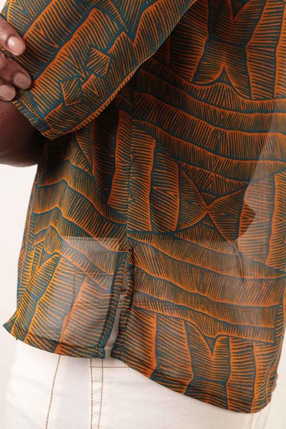 Blusa manga curta chiffon tribos azul marinho