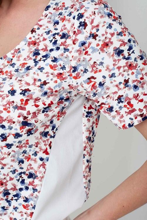 Blusa Manga Curta Recortes Flores Pinceladas