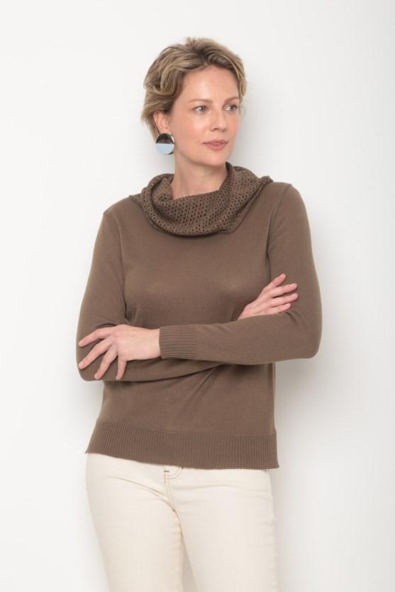 Blusa tricot lisa gola caida ponto aberto caqui