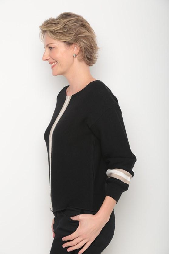 Blusa tricot listra larga centro e mangas preto