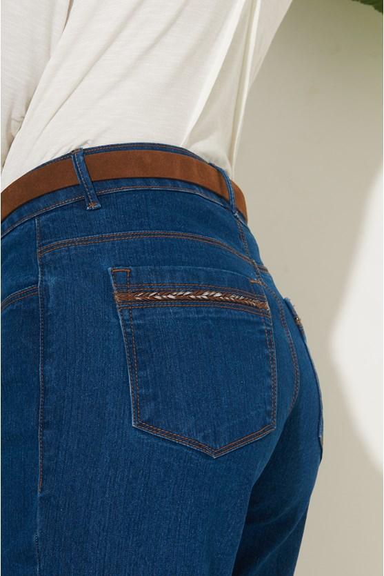Calça cigarrete detalhe de couro jeans  az escuro