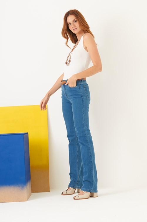 Calça Com Detalhe De Puídos Reta Jeans