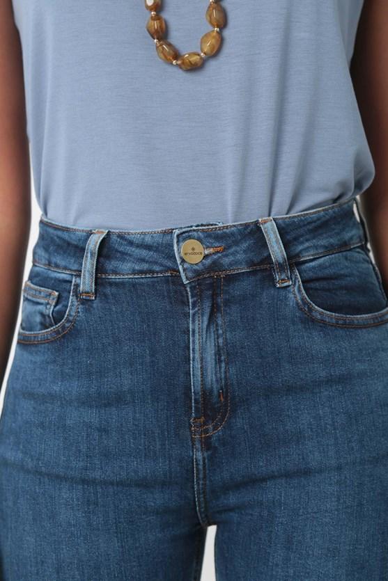 Calça comfort cropped abertura barra média