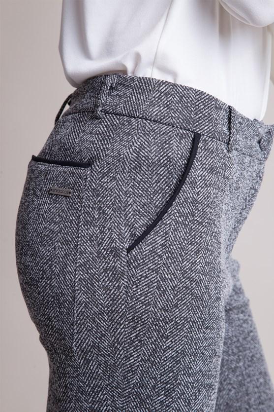 Calça flare jacquard detalhe vivo nos bolsos preto