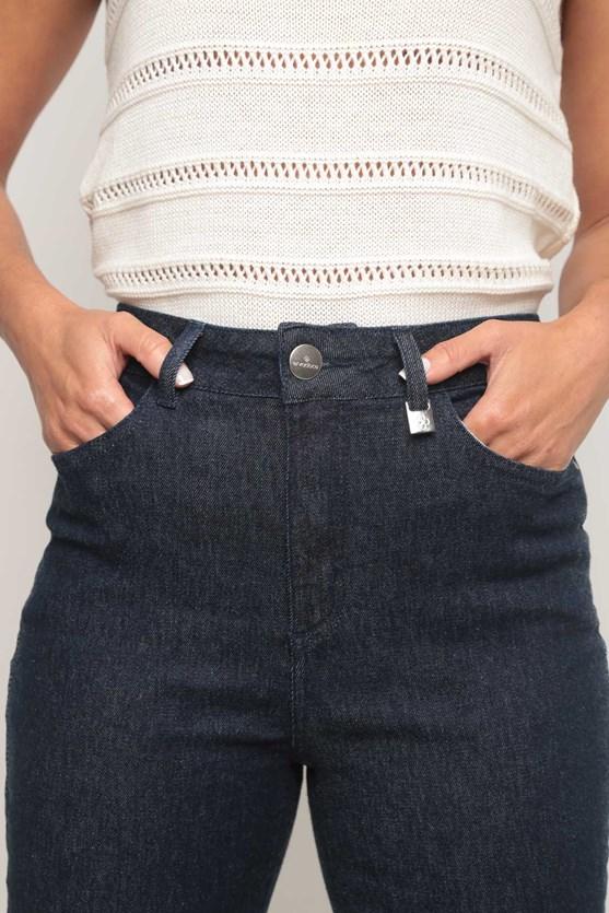Calça jeans escura slim curta escura
