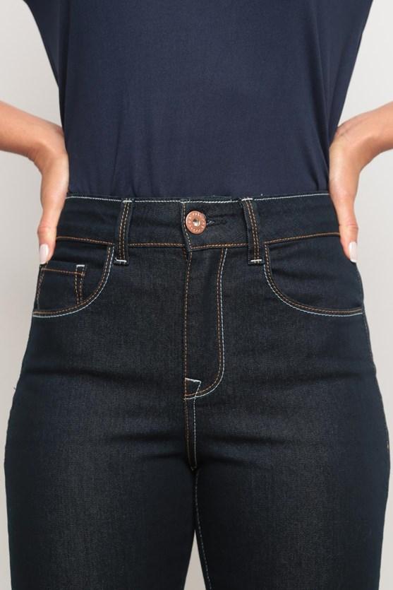 Calça jeans slim contraste linha escura