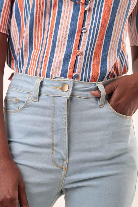 Calça slim clássica cintura alta efeito redutor clara