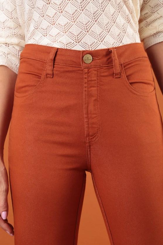 Calça slim cropped cintura média mr cognac