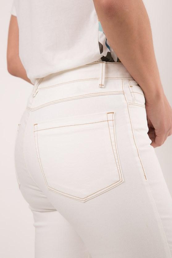 Calça slim tradicional cintura alta efeito redutor pesponto off white