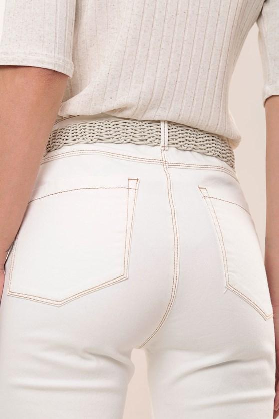 Calça slim tradicional cintura alta pesponto off white