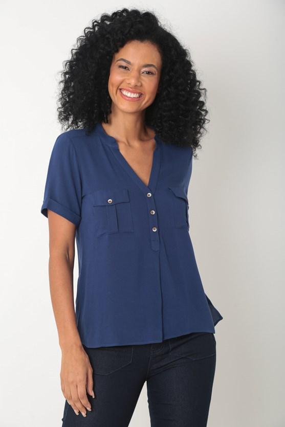 Produto Camisa crepe de viscose bolsos e prega azul marinho