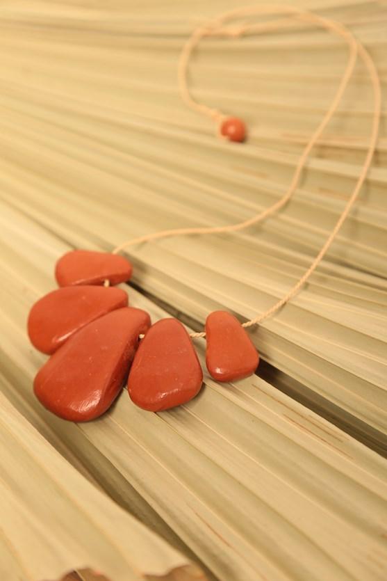 Colar cerâmica artesanal vermelho tijolo