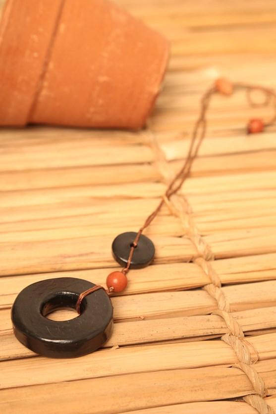 Colar cerâmica círculo preto